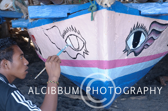 Man paints Peledang (traditional boat to hunt whale) in Lamalera